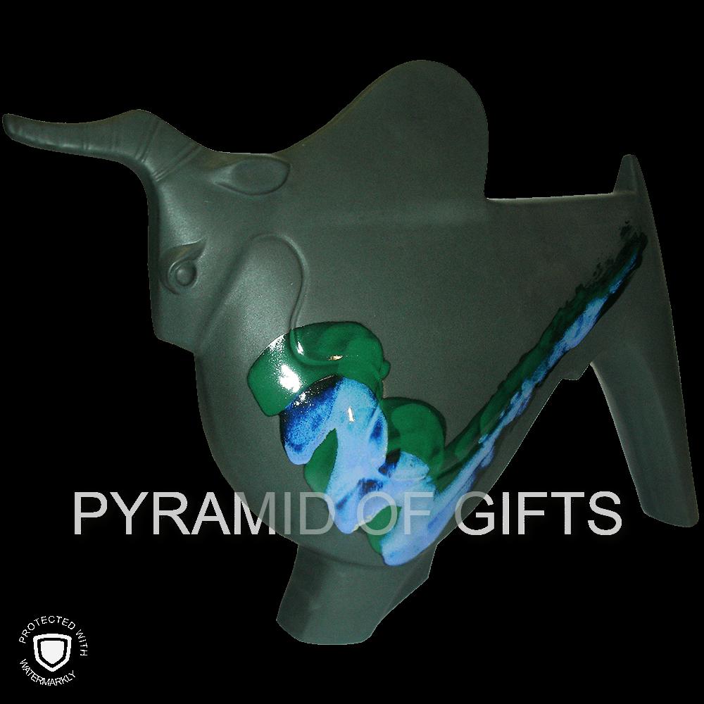 Фото - керамическая фигурка быка - Pyramid Of Gifts