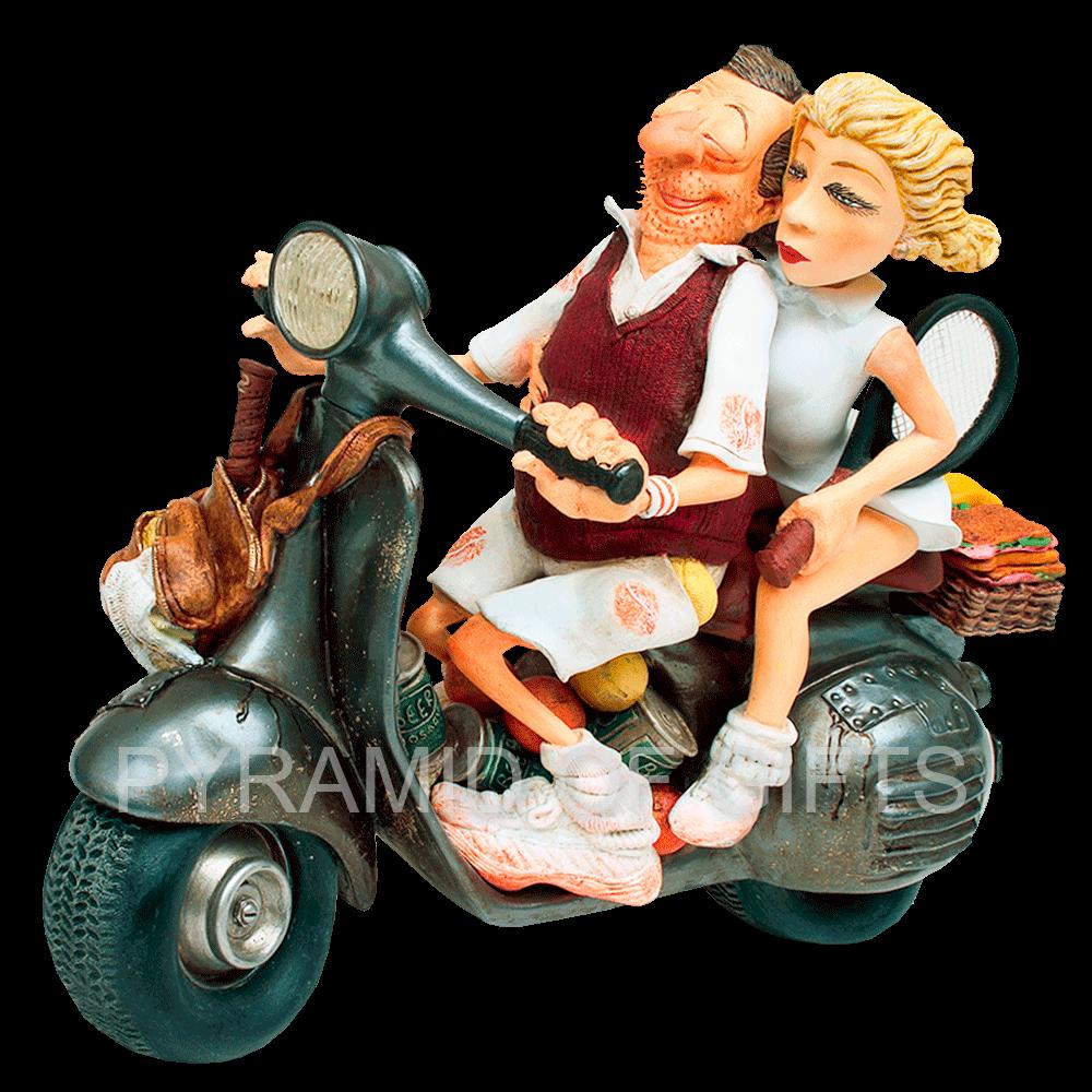 Фото - коллекционная фигурка - влюбленная пара на мотоцикле - Pyramid Of Gifts