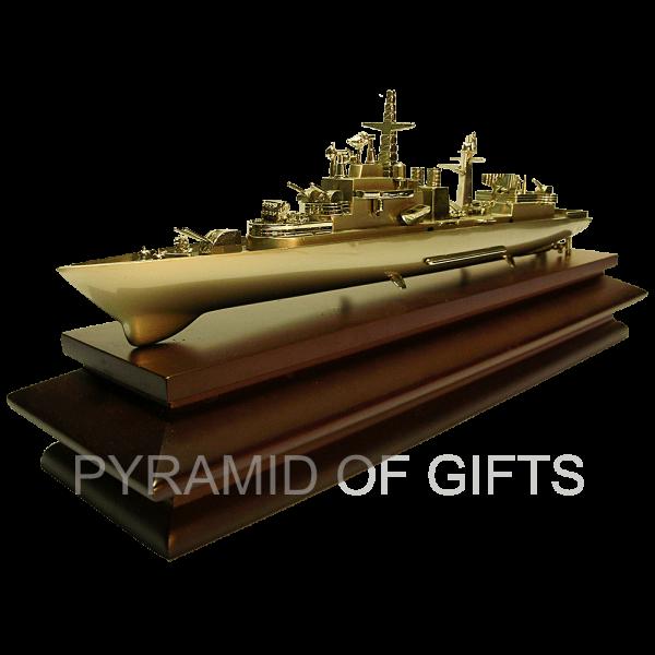 Фото - модель военного корабля - Pyramid Of Gifts