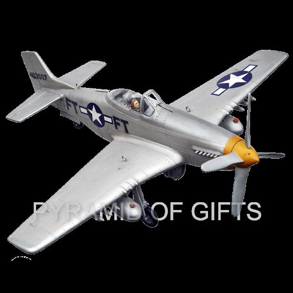 Фото - рекламная модель самолета P-51 Mustang - Pyramid Of Gifts