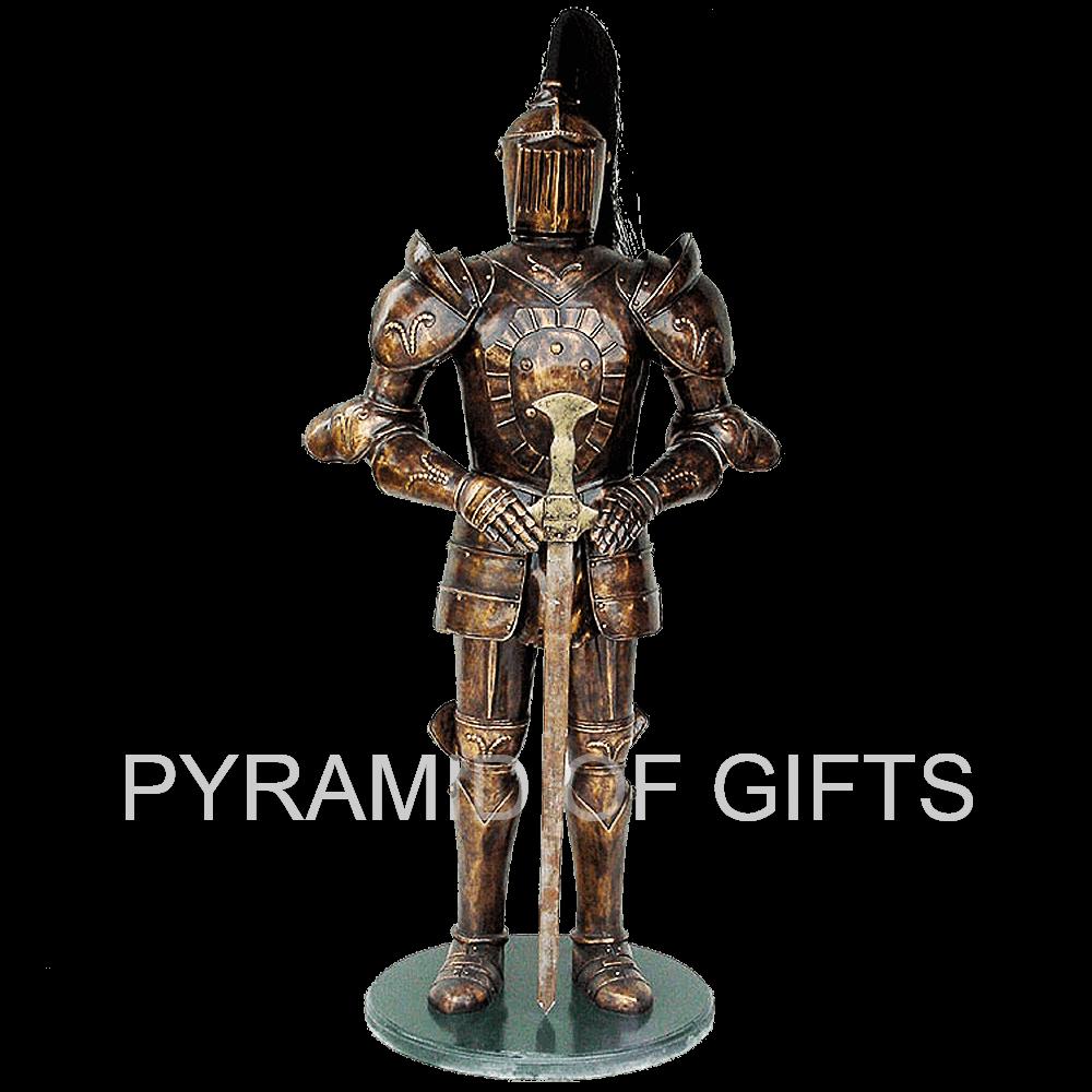 Фото - рекламная, ростовая фигура рыцаря - Pyramid Of Gifts