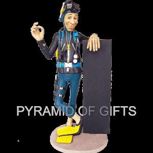 Фото - рекламная, ростовая фигура – Дайвер с меню - Pyramid Of Gifts