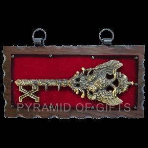 Фото - настенная ключница для прихожей - Pyramid Of Gifts