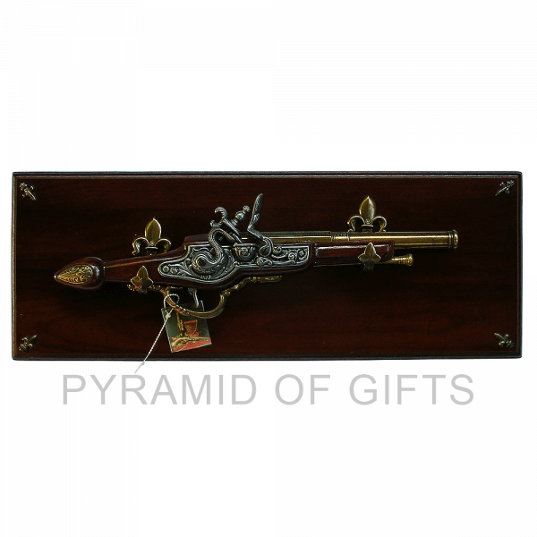 Фото - старинный пистолет - Pyramid Of Gifts